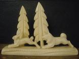 Фигурки из кости на подставке