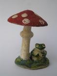 Лягушка под грибом папье маше