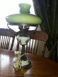 Настільна лампа з зеленим плафоном