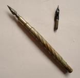 Походная двухсторонняя складная перьевая ручка.