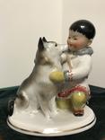 Мальчик-якут с собакой ЛФЗ.
