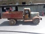 Большой старинный грузовик ЗИС