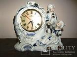 Настольные часы статуэтка Галантная пара кавалер и дама фарфор