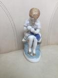 Статуэтка юная вышивальщица photo 1