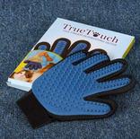 Перчатка для вычесывания шерсти животных True Touch photo 1