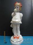 Фарфоровая фигурка девочки с яблоком ЗХК