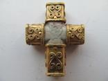 Золотой средневековый крестик с стеатитом