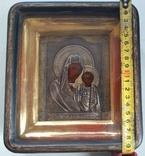 Икона Казанской Божьей Матери в серебрянном окладе.