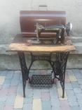 Швейная машинка со стариной зингер
