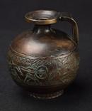 Старая бронзовая тяжелая ваза с рисунками