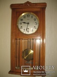 Настенные часы Vedette с четвертным боем.