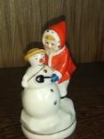 Девочка лепит снеговика Киев Кресты