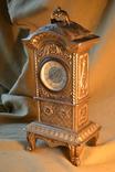 Часы старинные в металлическом корпусе.