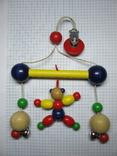 Деревяная игрушка с прищепкой и колокольчиками на коляску, фото №4