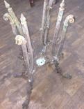 Остатки бронзового столика на львиных лапах photo 6
