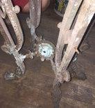 Остатки бронзового столика на львиных лапах photo 7