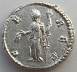 Денарий Diva Фаустина I 141 г н.э. (24_28) фото 6