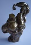 Культурист авторская скульптура бронза