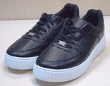 Кроссовки черные на белой подошве 37 размер. 24 см стелька