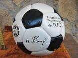 Футбольный мяч кожаный Германия конец 80 годов требует замены нипеля
