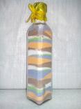 Бутылка с цветной солью (кухонный интерьер)