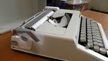Новая механическая печатная машинка Triumph-Adler Contessa 2 de luxe photo 6