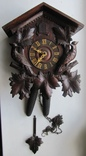 Старинные часы с кукушкой.