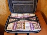 Сумка-дипломат с деньгами 100 гривень ( Муляж) Бутафорские деньги, фото №3