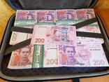 Сумка-дипломат с деньгами 200 гривень ( Муляж) Бутафорские деньги, фото №4
