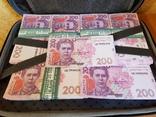 Сумка-дипломат с деньгами 200 гривень ( Муляж) Бутафорские деньги, фото №5
