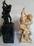 Две скульптуры на один сюжет.
