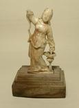 Японская статуэтка из кости.
