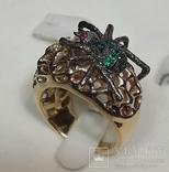 Золотой перстень паук с рубинами и изумрудами