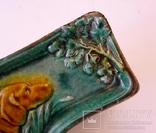 Старинная чугунная пепельница с эмалью, охотниья тема. Собкака, ветка дубовых листьев. photo 5