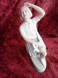 Фарфоровая статуэтка «Пионерка планеристка» (Авиамоделистка) бисквит photo 4