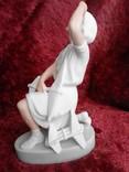 Фарфоровая статуэтка «Пионерка планеристка» (Авиамоделистка) бисквит photo 5