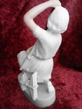 Фарфоровая статуэтка «Пионерка планеристка» (Авиамоделистка) бисквит photo 6