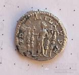Макрин, богиня Фидес со штандартами
