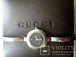 Женские наручные часы Gucci с бриллиантом.