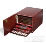 Коллекционный шкаф из МДФ. 301415. Цвет: красное дерево.