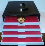 Нумизматический кейс серии Elegant качественный кожзам + 4 бокса. 2305. Чёрный. фото 3