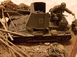 Немецкая самоходка с солдатами в уличном бою, фото №4
