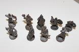 9 скульптур, з посадами, позаду є номери 402-01 та далі. photo 1