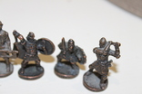 9 скульптур, з посадами, позаду є номери 402-01 та далі. photo 3