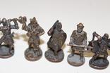 9 скульптур, з посадами, позаду є номери 402-01 та далі. photo 4