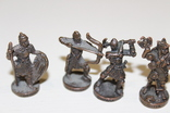 9 скульптур, з посадами, позаду є номери 402-01 та далі. photo 5