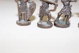 9 скульптур, з посадами, позаду є номери 402-01 та далі. photo 6