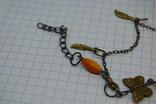 Браслет с оранжевыми бусинками и бабочками, фото №6