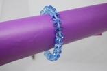 Браслет из голубых бусин на резиночке, фото №3