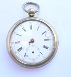 Карманные часы с сюжетом на крышке.